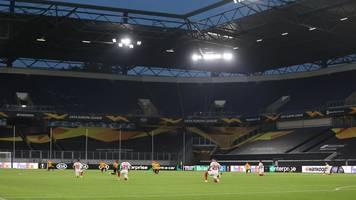Zeichen gegen Rassismus: Spieler knien bei Europa League