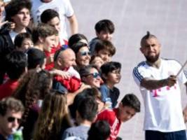 arturo vidal in barcelona: er grillt mit messi