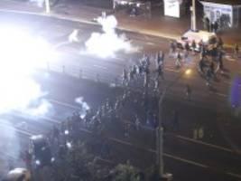 Proteste nach der Wahl: Polizei in Belarus schießt scharf