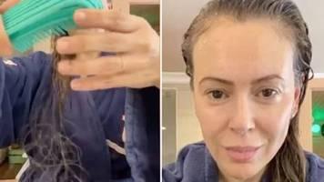 Corona-Spätfolgen: Alyssa Milano schockiert mit Video: Schauspielerin leidet nach Covid-19-Infektion an heftigem Haarausfall