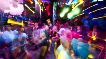 News zum Coronavirus: Lauterbach fordert Maskenpflicht für Party-Orte