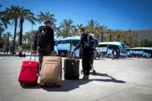Corona-Pandemie: Corona-Urlaub: Regierung weitet Reisewarnung für Spanien aus