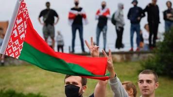 Demonstrationen nach Wahl: Gewalt in Belarus: toter Demonstrant, scharfe Schüsse, Menschenrechtsverletzungen