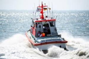 unfälle: yacht gesunken: seenotretter retten sieben segler