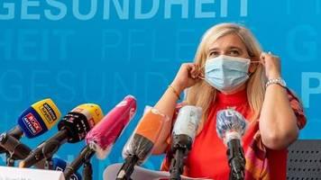 Übermittlung der Ergebnisse: Söders Regierung nach Panne bei Corona-Tests in Bedrängnis
