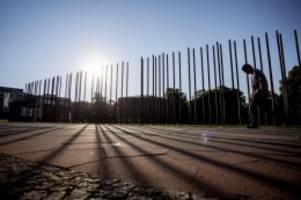 Geschichte: Erinnerung an Mauerbau vor 59 Jahren: Kränze für die Opfer