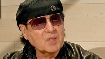 Scorpions-Sänger Klaus Meine trug schon vor Corona Maske