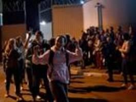 Belarus lässt viele Gefangene frei – die berichten von schweren Misshandlungen