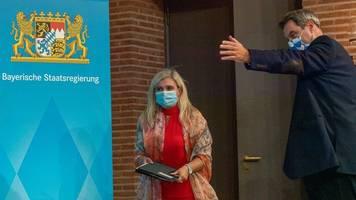 Politologin: Huml für Panne um Corona-Tests verantwortlich