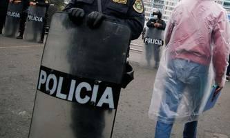 polizei löst party auf: 13 tote bei massenpanik