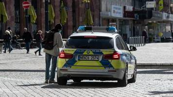 nachrichten aus deutschland: aus dem streifenwagen gefilmt: polizisten sollen sich über hilflosen mann lustig gemacht haben