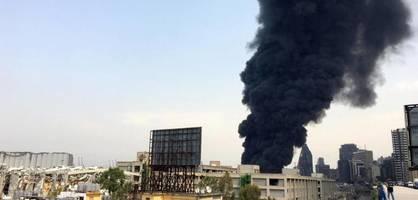 großbrand am hafen von beirut wenige wochen nach mega-explosion