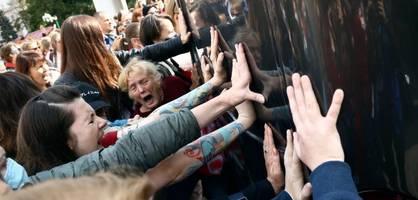 dutzende festnahmen bei frauen-protestzug gegen staatschef lukaschenko