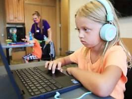 Erfahrung aus Corona-Lockdown: Eltern: Digitale Schulen noch mangelhaft