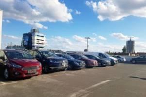 Boulevard Berlin: Darum stehen Autos ohne Kennzeichen im Parkhaus in Steglitz