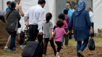 Eltern und Kinder: Merkel und Seehofer planen Aufnahme von 1500 Geflüchteten