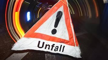 lastwagen-auffahrunfall: zwei schwerverletzte und stau