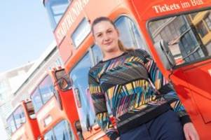 Corona-Krise: Wie Amazon Hamburgs Touristenbussen hilft