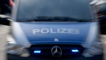 clanfamilie bei trauerfeier in neukölln: polizei vor ort