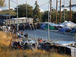 Räumung von Moria: Polizei bringt Geflüchtete in neues Zeltlager
