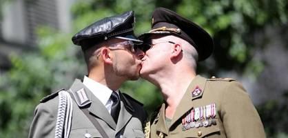"""""""die haltung der bundeswehr zur homosexualität war falsch"""""""