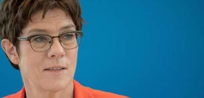 verteidigungsministerin stellt studie zum umgang der bundeswehr mit homosexualität vor