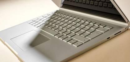 kann ein laptop unter 500 euro liefern?