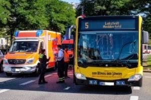 st. georg: bus muss scharf bremsen – auch ein kleinkind verletzt