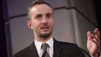 nsu 2.0: private daten von jan böhmermann illegal von polizei abgerufen