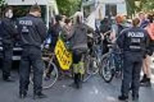 """berlin-friedrichshain - linksradikale rufen zum """"kampf"""" auf: wohnprojekt """"liebig 34"""" soll geräumt werden"""