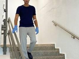 Die Beine zittern: Nawalny kann wieder Treppen laufen