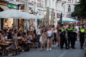 Newsblog für Norddeutschland: Hamburger Schanzen-Bar Katze: Neue Zahlen erwartet