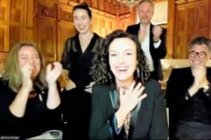 Preisverleihung: Deutsche Maria Schrader gewinnt Emmy als beste Regisseurin