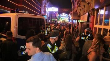 hamburg: kiez-bars überfüllt – trotz corona-ausbruchs