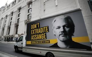solidarity with julian assange!