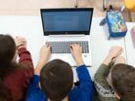 Schulgipfel vereinbart schnelle Anschaffung von Lehrerlaptops