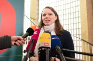 Gesundheit: Hamburg Senat mahnt bei Feiernden Corona-Disziplin an