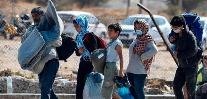 von der leyen beharrt auf verpflichtenden flüchtlingsquoten