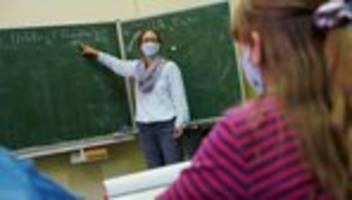 Schule in der Corona-Pandemie: Lehrergewerkschaft fordert Maskenpflicht im Unterricht