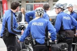 hamburg: fahrradstaffel beanstandet geschwindigkeit und radweg-parken