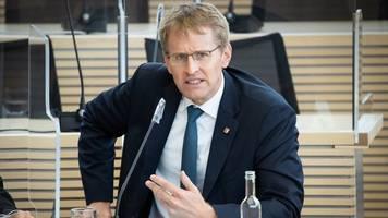 Herbstferien: Günther rät zum Verzicht auf Auslandsurlaub