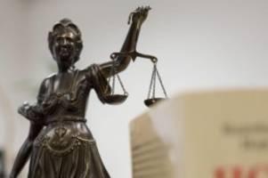 Prozesse: Mutter niedergestochen: Sohn schweigt im Prozess