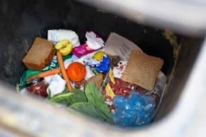 umfrage: hamburger werfen besonders häufig lebensmittel weg
