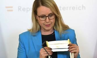 Coronavirus: Ministerin Schramböck in Quarantäne
