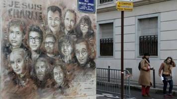 zwei verletzte bei angriff in der nähe von früherem charlie hebdo-büro in paris