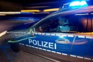 kriminalität: junge soll tochter geärgert haben: mutter tritt zu