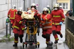 """ermittlungen: messerattacke nahe """"charlie hebdo""""-büro – terrorverdacht"""