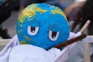 Demonstrationen: Hunderte Demonstranten gehen für Klimaschutz auf die Straße