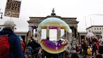 berlin: fridays for future gehen wieder auf die straße