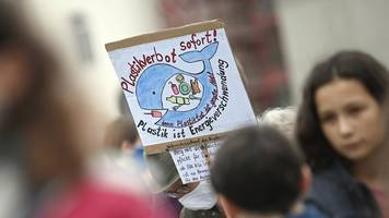 Rund 1000 Menschen protestieren für Energiewende: Potsdam